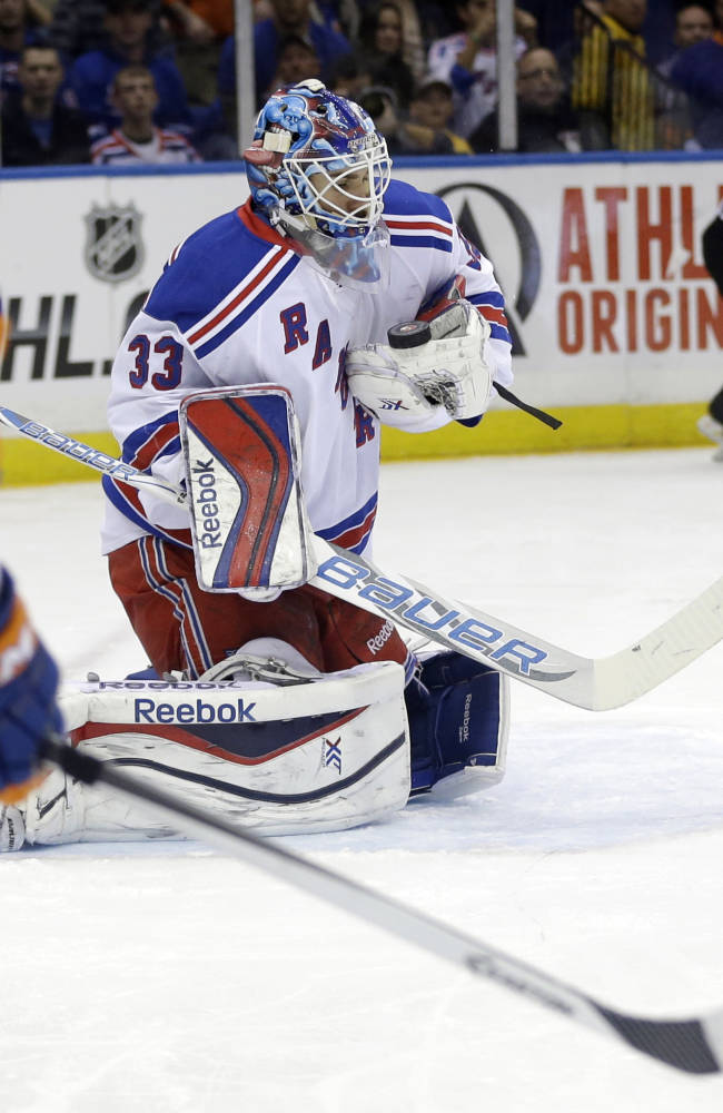 Rangers rally in 3rd to beat Islanders 3-2