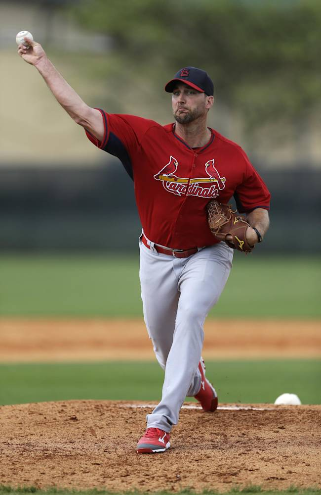 St. Louis Cardinals pitcher Adam Wainwright throws live batting practice during spring training baseball Friday, Feb. 21, 2014, in Jupiter, Fla
