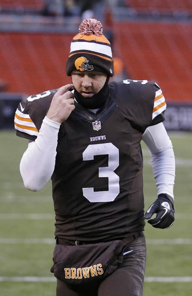 Browns QB Weeden trying to tune out booing