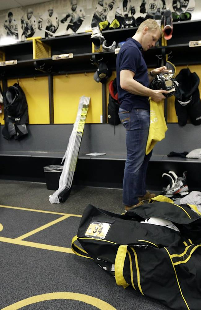 Boston Bruins' Carl Soderberg, of Sweden, packs his belongings in the  in the team's locker room at TD Garden Friday, May 16, 2014, in Boston. The Montreal Canadiens eliminated the Bruins with a 3-1 win in Game 7 of their second-round Stanley Cup playoff NHL hockey series on Wednesday