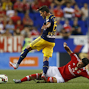 Mike Grella lifts Red Bulls past Benfica, 2-1 The Associated Press