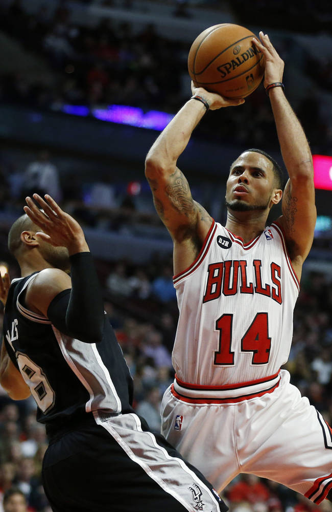 Ginobili leads Spurs past Bulls 104-96