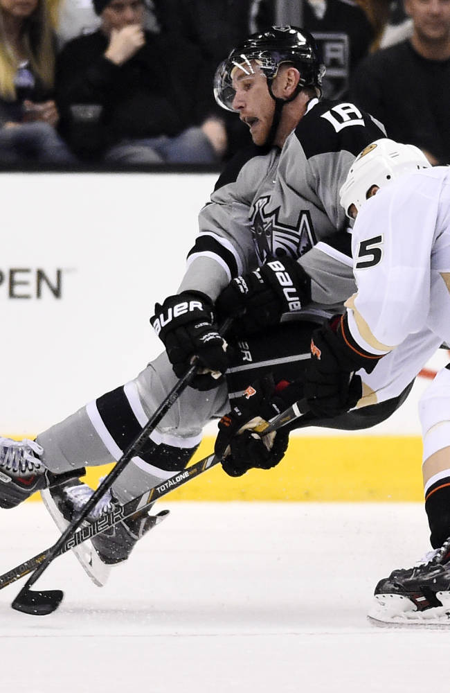 Los Angeles Kings center Jeff Carter, left, is pulled down by Anaheim Ducks center Ryan Getzlaf during the third period of an NHL hockey game, Saturday, April 12, 2014, in Los Angeles