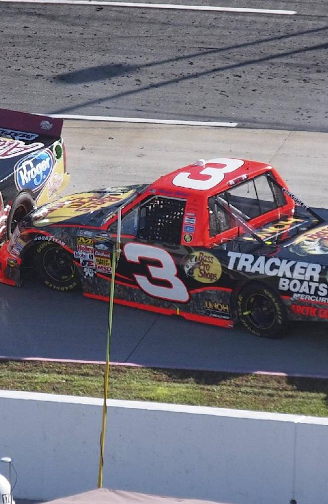NASCAR penalizes RCR crew for throwing hammer