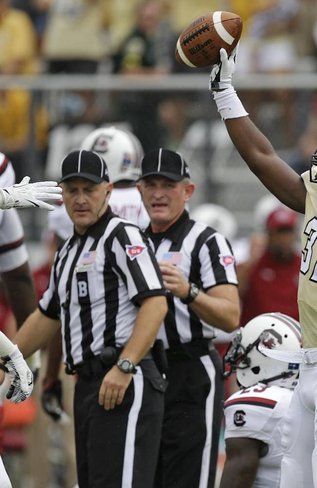 No. 12 Gamecocks rally in 2nd half, beat UCF 28-25