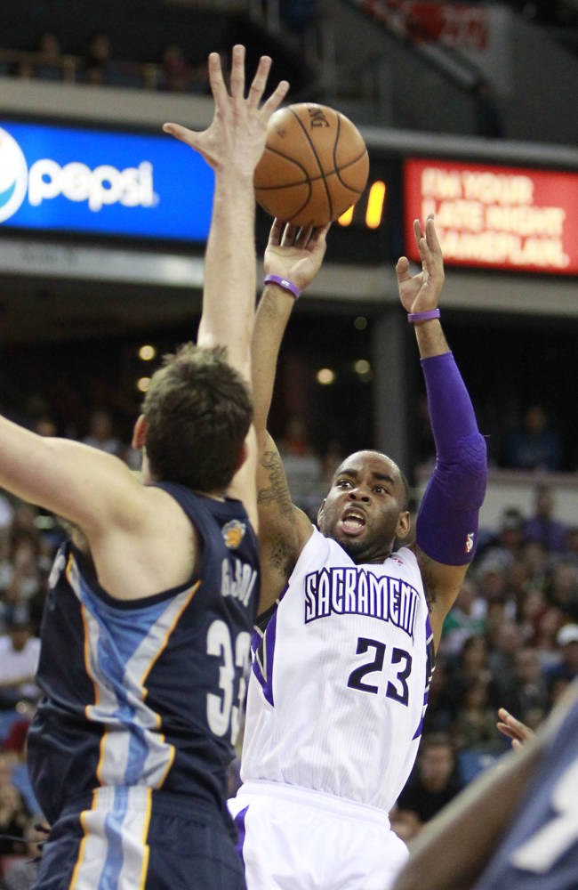 Sacramento Kings guard Marcus Thornton, right, shoots against Memphis Grizzlies center Marc Gasol, of Spain, during the third quarter of an NBA basketball game in Sacramento, Calif., Sunday, Nov. 17, 2013. The Grizzlies won 97-86