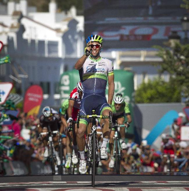 Michael Matthews wins 3rd Vuelta stage, takes lead