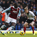 West Ham United s Mohamed Diame, left, controls the ball in front of Fulham s Damien Duff right, during their English Premier League soccer match in London, Saturday, Nov. 30, 2013