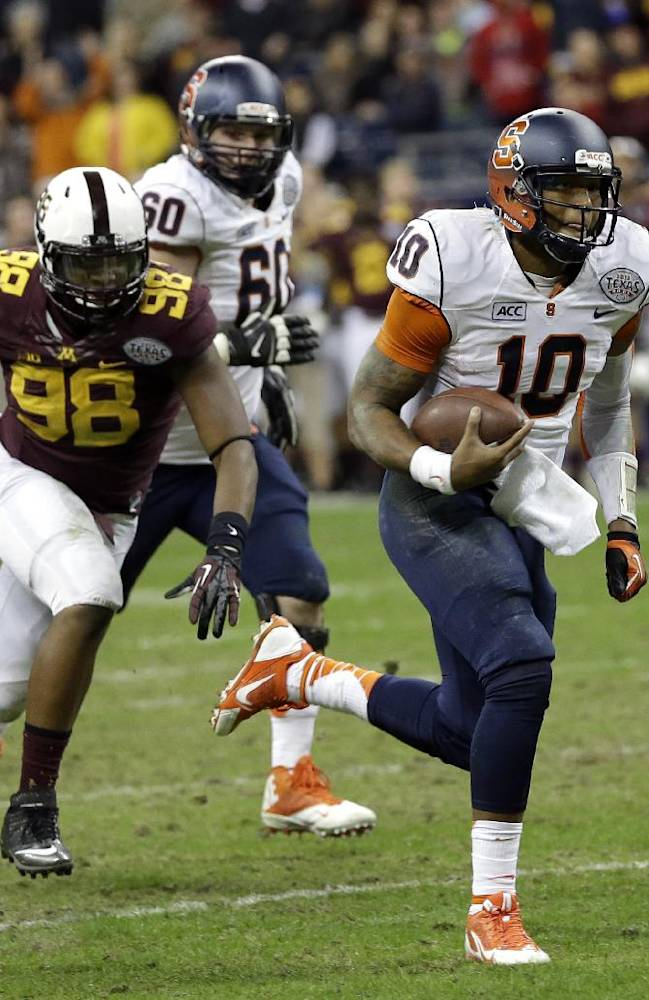 Syracuse quarterback Terrel Hunt (10) rushes for a touchdown as Minnesota defensive lineman Michael Amaefula (98) chases him during the fourth quarter of the Texas Bowl NCAA college football game on Friday, Dec. 27, 2013, in Houston. Syracuse won 21-17