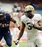 Pittsburgh's Isaac Bennett, right, makes a run past Syracuse's Dyshawn Davis during the first half of an NCAA college football game at the Carrier Dome in Syracuse, N.Y., Saturday, Nov. 23, 2013. (AP Photo/Heather Ainsworth)
