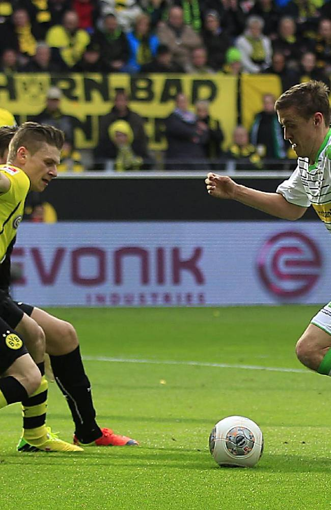 Moenchengladbach's Max Kruse, right, is on his way to score during the German first division Bundesliga soccer match between BvB Borussia Dortmund and VfL Borussia Moenchengladbach in Dortmund, Germany, Saturday, March 15, 2014