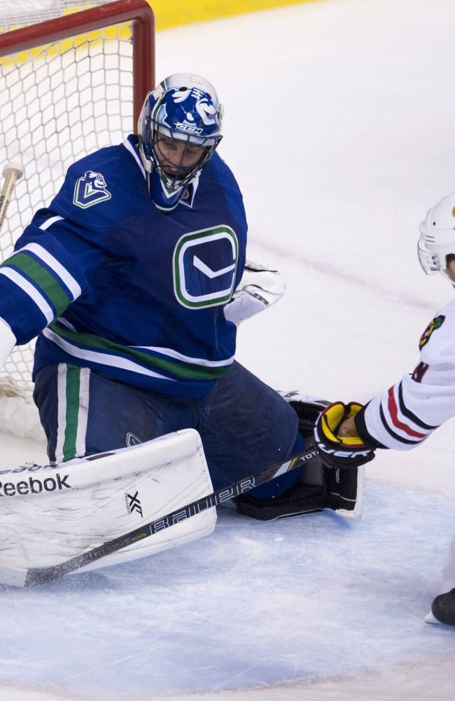 Toews, Sharp, Saad lead Blackhawks past Canucks