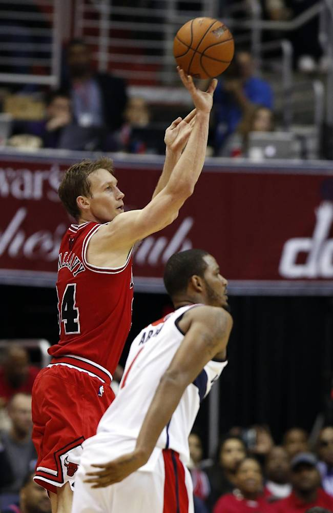 Chicago Bulls forward Mike Dunleavy (34) shoots over Washington Wizards forward Trevor Ariza during the second half of Game 3 of an opening-round NBA basketball playoff series, Friday, April 25, 2014, in Washington. Dunleavy had 35 points as the Bulls won 100-97