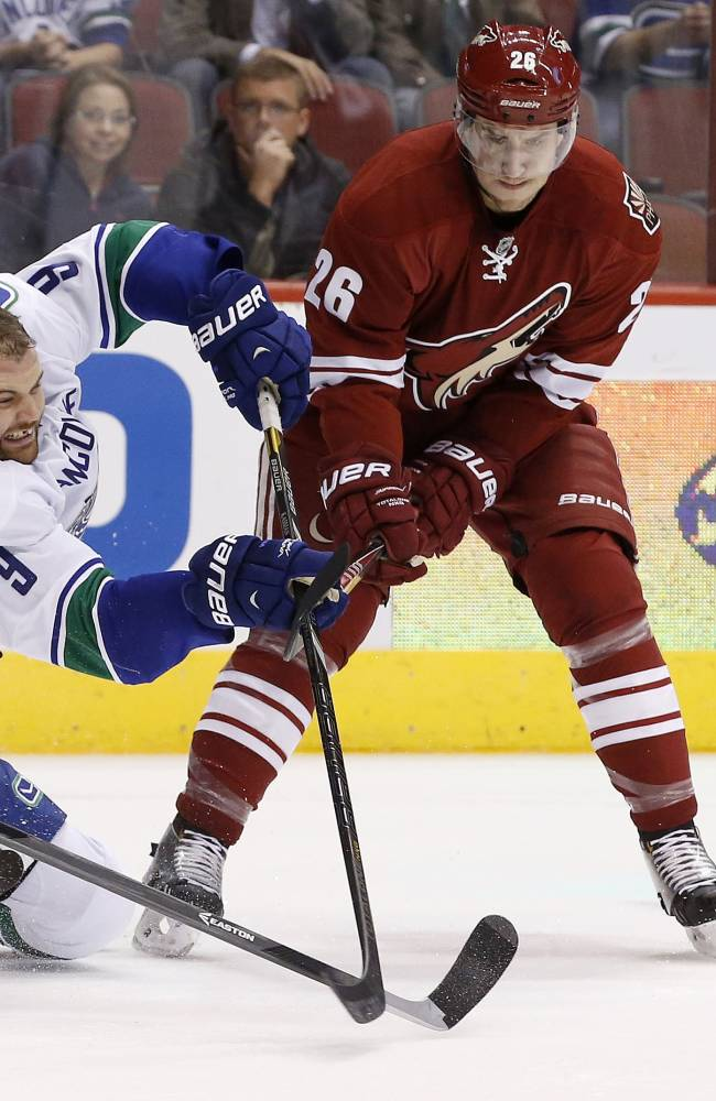 Smith gets 1st shutout as Coyotes beat Canucks 1-0