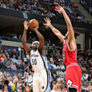 MEMPHIS, TN - DECEMBER 19: Zach Randolph #50 of the Memphis Grizzlies shoots against Joakim Noah #13 of the Chicago Bulls on December 19, 2014 at the FedExForum in Memphis, Tennessee. (Photo by Joe Murphy/NBAE via Getty Images)