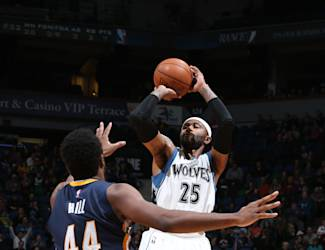 MINNEAPOLIS, MN - DECEMBER 21: Mo Williams #25 of the Minnesota Timberwolves shoots against Solomon Hill #44 of the Indiana Pacers on December 21, 2014 at Target Center in Minneapolis, Minnesota. (Photo by David Sherman/NBAE via Getty Images)