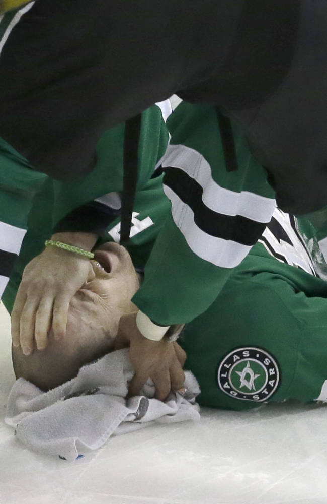 Stars put Robidas on injured list with broken leg