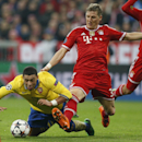 Arsenal's Alex Oxlade-Chamberlain, left, and Bayern's Bastian Schweinsteiger challenge for the ball during the Champions League round of 16 second leg soccer match between FC Bayern Munich and FC Arsenal in Munich, Germany, Wednesday, March 12, 2014