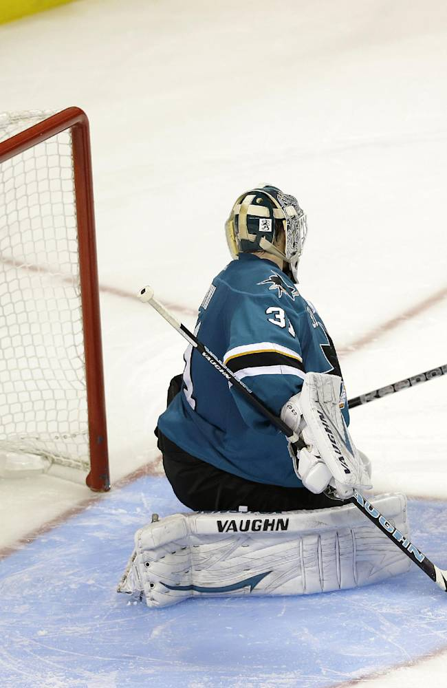 Vermette lifts Coyotes past Sharks, 3-2 in SO
