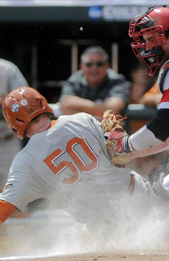 Texas ousts Louisville from CWS with 4-1 victory