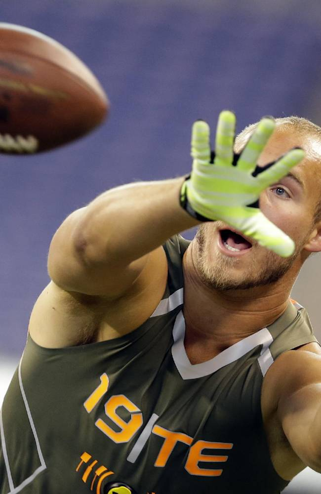 Wisconsin tight end Jacob Pedersen makes a catch as he runs a drill at the NFL football scouting combine in Indianapolis, Saturday, Feb. 22, 2014