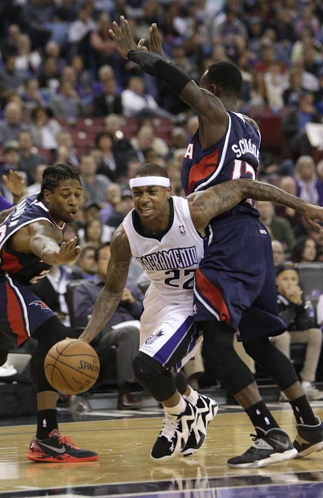 Sacramento Kings guard Isaiah Thomas, center, drives between Atlanta Hawks Cartier Martin, left, and Dennis Schroder, of Germany, right, during the third quarter of an NBA basketball game in Sacramento, Calif., Tuesday, Nov. 5, 2013.  The Hawks won 105-100