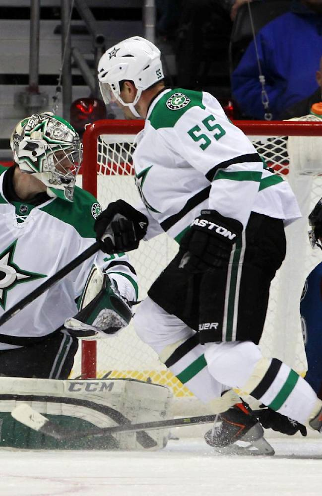 Avalanche cruise to 6-2 win over Stars