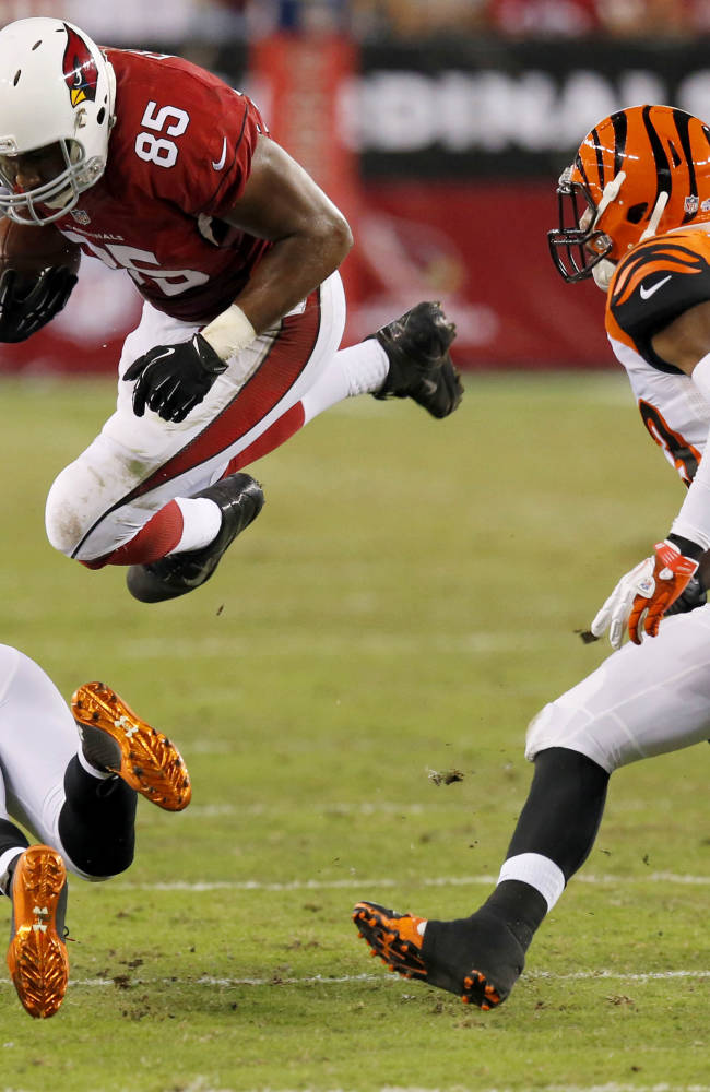 Arizona Cardinals tight end Darren Fells (85) is hit by Cincinnati Bengals strong safety Shawn Williams, bottom, during the second half of an NFL preseason football game, Sunday, Aug. 24, 2014, in Glendale, Ariz