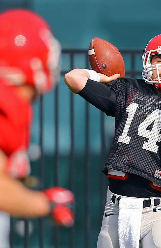 University of Georgia quarterback Hutson Mason prepares to launch a deep pass during team practice on Tuesday, March 25, 2014, in Athens, Ga