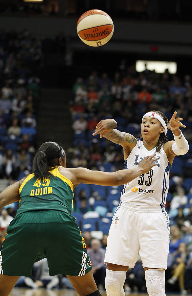 Augustus scores 19 as Lynx beat Storm in opener