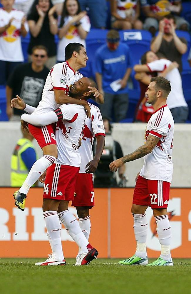 McCarty, Espindola lead Red Bulls over RSL 4-3
