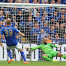 Everton's Tim Howard, right, can't stop Leicester's Chris Wood, left, from scoring the equalizer during the English Premier League soccer match between Leicester City and Everton at King Power Stadium, in Leicester, England, Saturday, Aug 16, 2014. (AP Ph