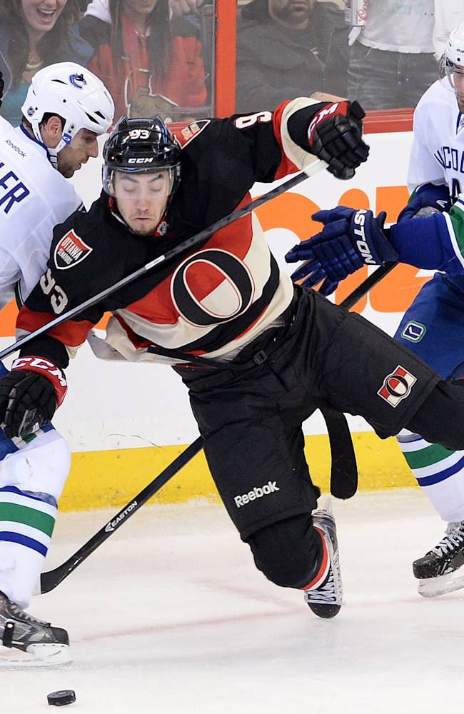 Daniel Sedin nets 300th, Canucks beat Senators 5-2