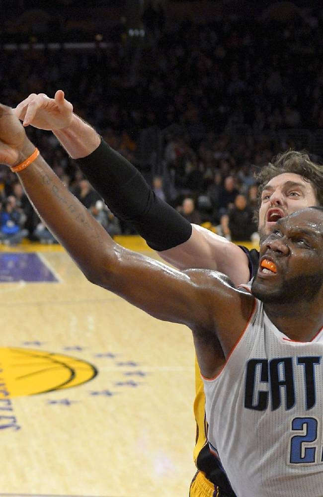 Charlotte Bobcats center Al Jefferson, right front, puts up a shot as Los Angeles Lakers center Pau Gasol, of Spain, defends during the first half of an NBA basketball game, Friday, Jan. 31, 2014, in Los Angeles