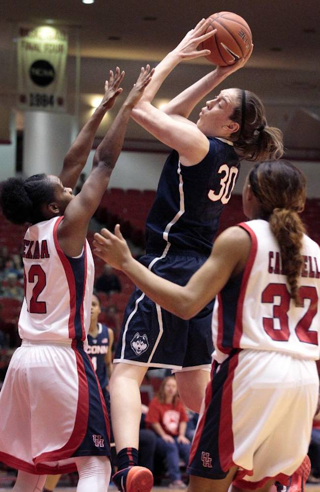 Hartley scores 24, No. 1 UConn women rout Houston