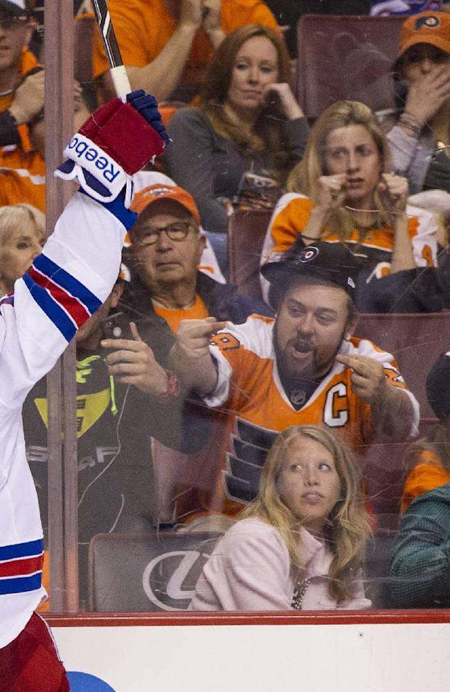 Rangers beat Flyers 4-1 in Game 3, take 2-1 lead