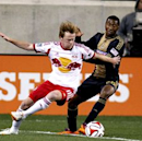 New York Red Bulls 2-1 Philadelphia Union: Ten-man Red Bulls hold out for win (Goal.com)