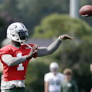 New York Jets' Michael Vick (1) throws a pass at practice during NFL football training camp Friday, July 25, 2014, in Cortland, N.Y. (AP Photo) The Associated Press