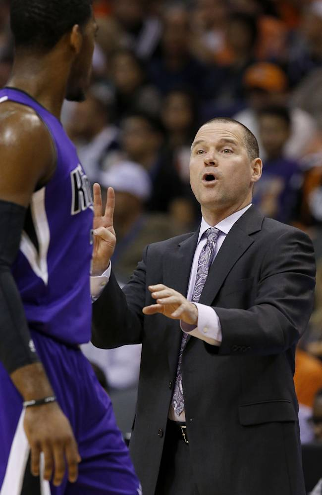 Sacramento Kings' Michael Malone, right, gives instructions to Jason Thompson during the second half of an NBA basketball game against the Phoenix Suns Wednesday, Nov. 20, 2013, in Phoenix.  The Kings defeated the Suns 113-106