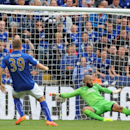Everton's Tim Howard, right, can't stop Leicester's Chris Wood, left, from scoring the equalizer during the English Premier League soccer match between Leicester City and Everton at King Power Stadium, in Leicester, England, Saturday, Aug 16, 2014