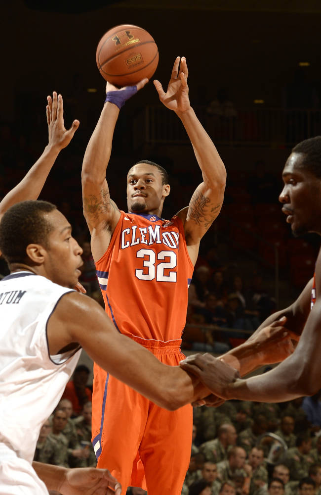Clemson's K.J. McDaniels (32) shoots against Auburn in the first half of an NCAA college basketball game on Thursday, Dec. 19, 2013, in Auburn, Ala