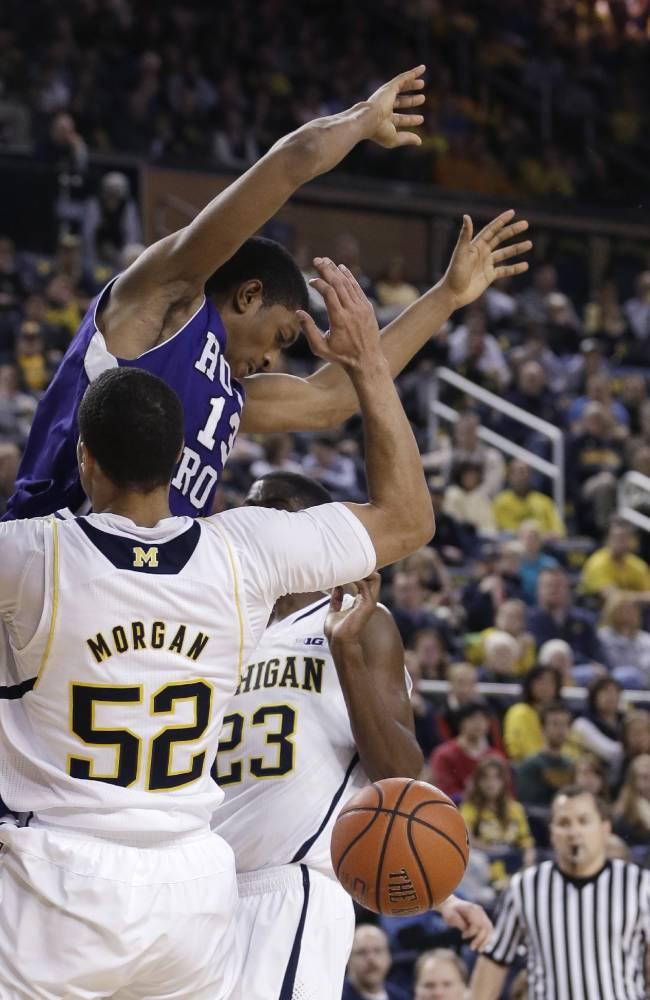 Robinson III leads Michigan over Holy Cross 88-66
