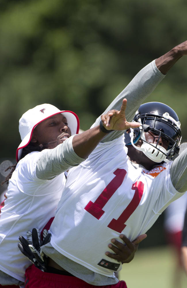 Falcons' Jones focused on new offense, not contract talks