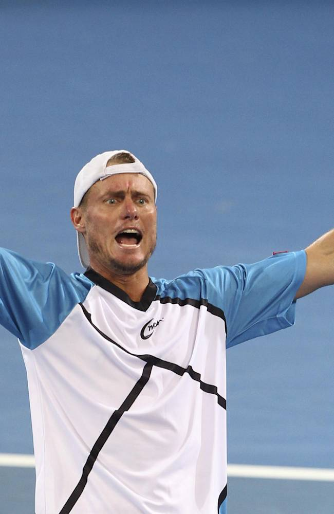 Hewitt upsets Federer to win Brisbane title