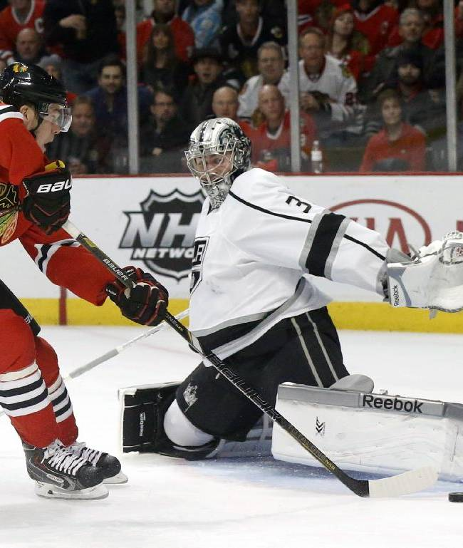 Los Angeles Kings goalie Martin Jones, right, forces Chicago Blackhawks center Jonathan Toews (19) to shoot wide of the net during the second period of an NHL hockey game Monday, Dec. 30, 2013, in Chicago