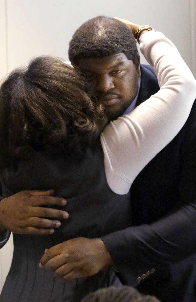 Brown's mother: No grudge against ex-Cowboy Brent
