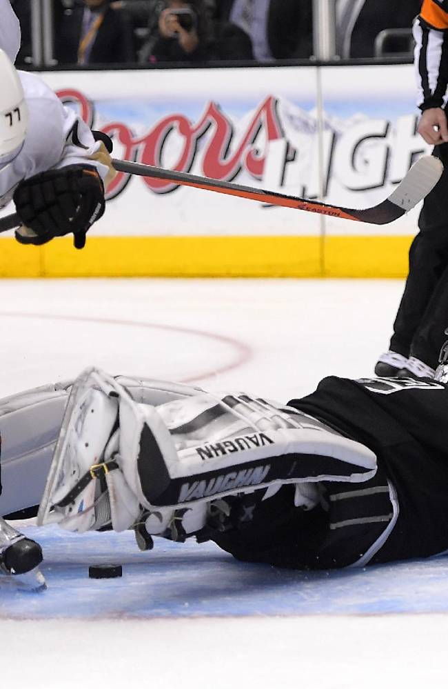 Los Angeles Kings goalie Jonathan Quick, right, falls on a puck as Anaheim Ducks right wing Devante Smith-Pelly defends during the third period in Game 3 of an NHL hockey second-round Stanley Cup playoff series, Thursday, May 8, 2014, in Los Angeles. The Ducks won 3-2