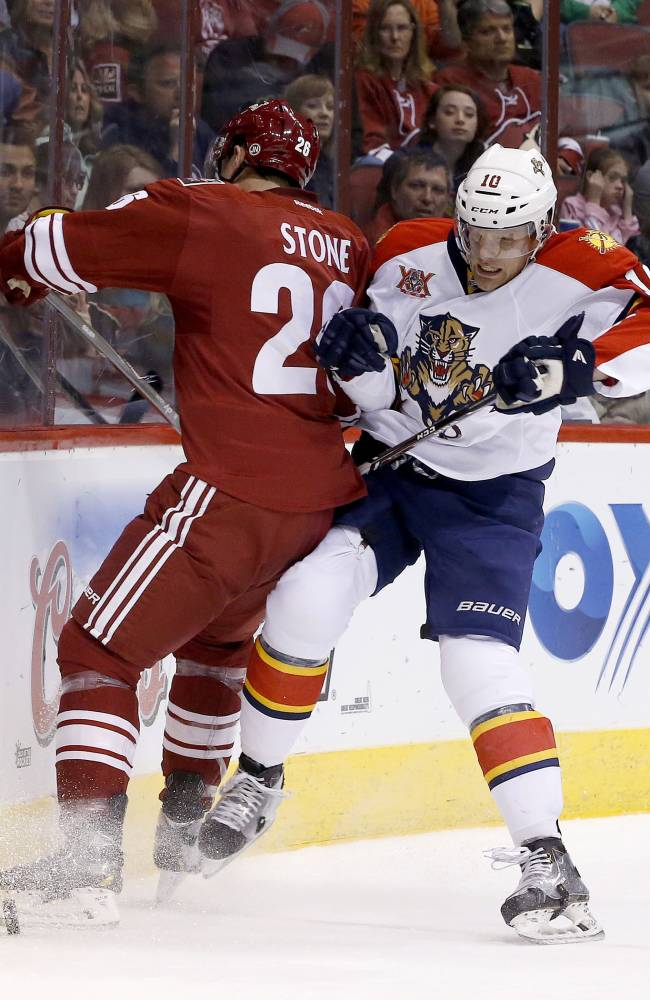 Smith, Coyotes win 3rd straight, 2-1 over Panthers
