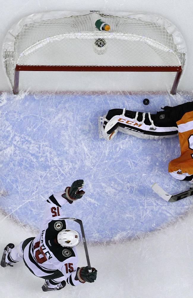 Simmonds leads Flyers to 4-1 win over Wild