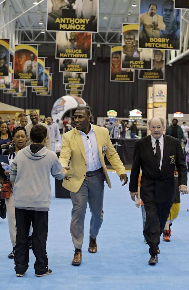 Hall of Fame tight end Shannon Sharpe greets fans at the inaugural Pro Football Hall of Fame Fan Fest Saturday, May 3, 2014, at the International Exposition Center in Cleveland